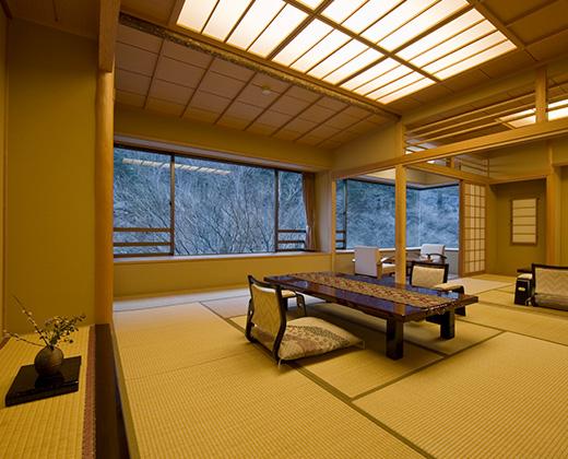 源泉掛け流し総檜風呂付特別室